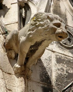 Gargoyle in form of a lion Cathedral Saint-Etienne de Meaux. Author: Vassil. Wikimedia Commons