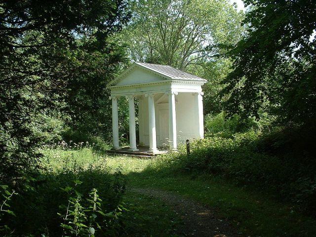 800px-Tring_park_summerhouse