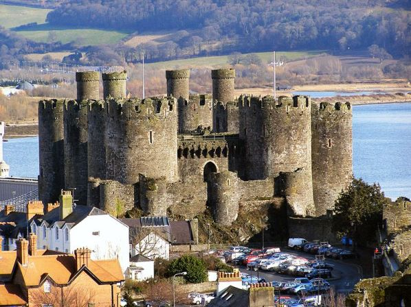 800px-Conwy_Castle_and_car_park_from_Town_Walls_-_geograph.org.uk_-_1723358