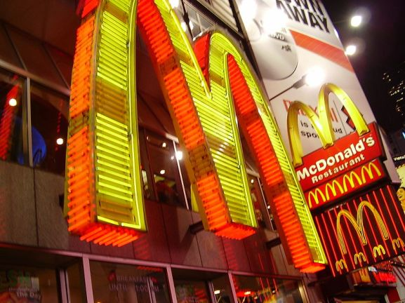 800px-Mcd-times_square