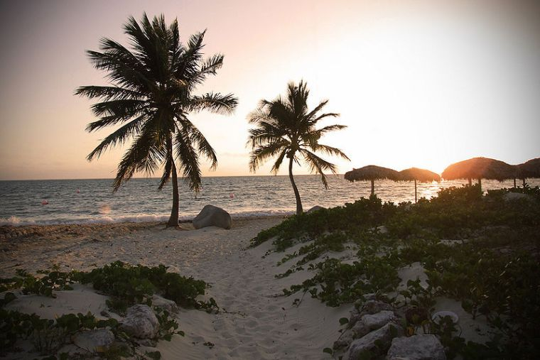 Beach sunset in Cuba. Author: Aaron Escobar. Creative Commons