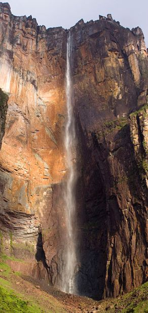 Salto Angel in the dry season. Author: Tomaszp.  Commons