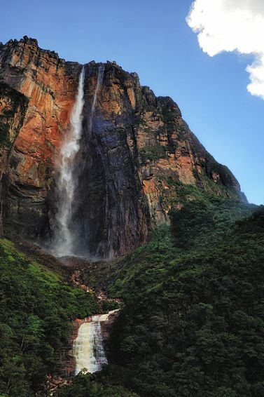 View of Angel Falls in National Park, Canaima, Venezuela. Author: Paulo Capiotti, uploaded by Slick-o-bot. Commons