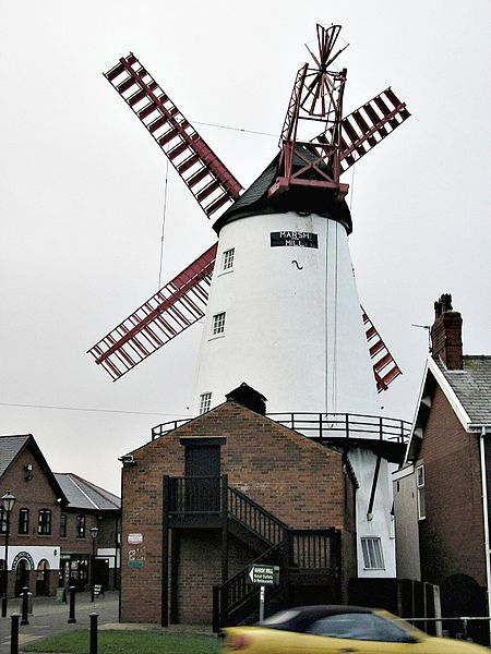 Windmill at Marsh Hill, Thornton, Lancs. Author Roger W. Haworth, uploaded by Hohum. Commons