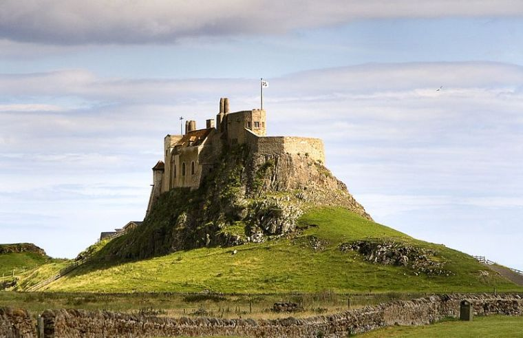 Lindisfarne Castle. It is sited on top of a volcanic mound known as Beblowe Craig. Author: Matthew Hunt. Commons
