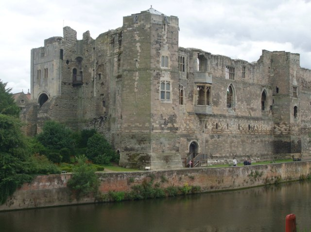 008 Newark Castle (Header)