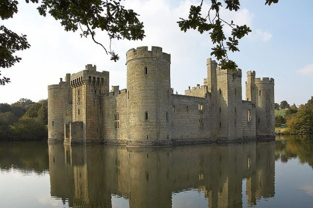 Bodiam Castle throughthe trees (Sussex UK) Author Pilgrimsoldier. Wikimedia Commons