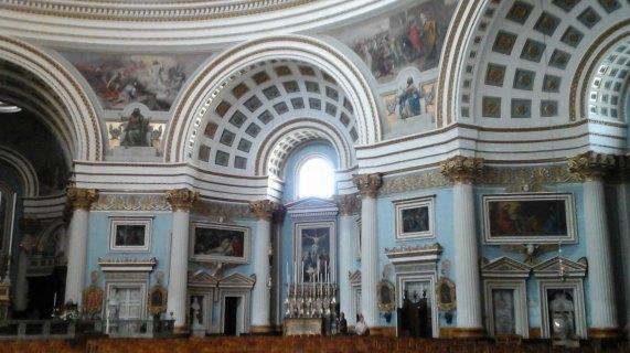 035 Inside Basilica 7