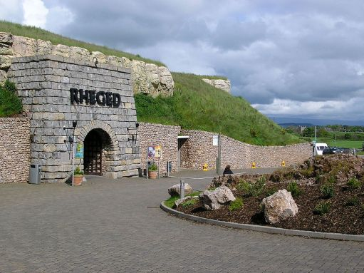 Entrance to the Rheged Discovery Centre, Penrith, Cumbria. Named after the ancient nation of Rheged, it is built in a disused limestone quarry. Author: R. Hawarth. Public Domain