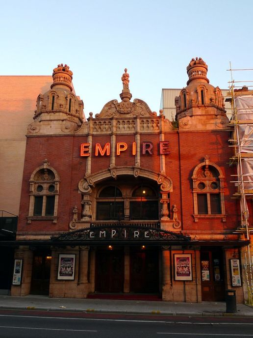 The Hackney Empire, a typical Music Hall. Author: Ewan Munro from London, UK. Commons