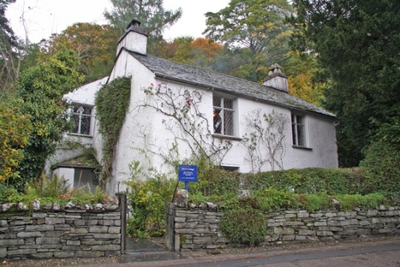 Dove Cottage at Grasmere, home of poet, William Wordsworth, now a museum. Author: Christine Hasman. Commons