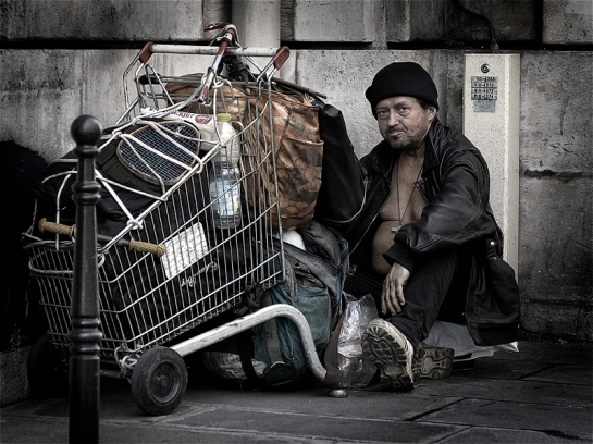 A homeless man in Paris, June 2005. Author: Eric Pouhier. Commons
