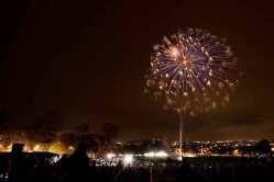 Free firework display in Thornes Park, Wakefield, UK. Author: Stephen Bowler. Wikimedia Commons