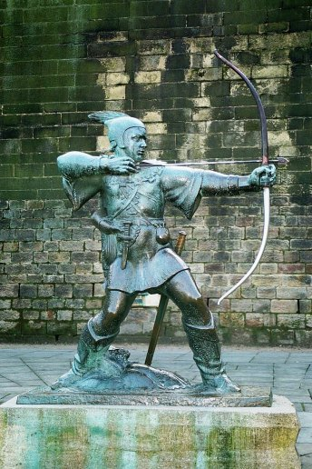 Robin Hood Memorial in Nottingham, near to the castle. Uploaded by Soerfm under GNU Free Documentation License. Wikimedia Commons.