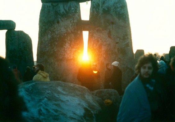 Sunrise between the stones at Stonehenge on the winter solstice. Author: Mark Grant. Creative Commons.