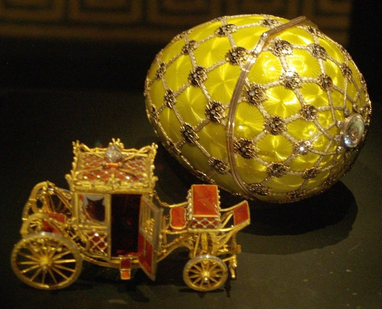 Imperial Coronation egg, photographed at an exhibition in Rome.. Author: Miguel Hermoso-Cuesta. Commons.