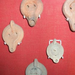 Roman oil lamps Dewa