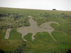Osmington White Horse in Dorset., created in 1808. The horse is unique in carrying a rider, which represents King George 111. It is the largest hill figure in Britain overall, at 280 feet /85 m long and 323 feet/98 m high). Author: Retrodouggy. Creative Commons