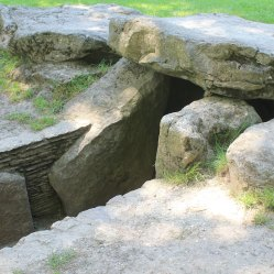 Entrance into burial chamber from on top of the barrow