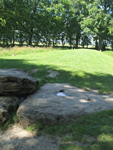 To show the length of the long barrow Wayland's Smithy