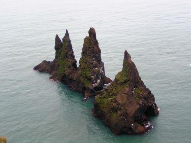 Rocks of the Sea off the village of Vik, Myrdal on Sydisland. Author: Helgi Thorsteinsson. Commons