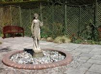 secret-garden-at-burnby-april