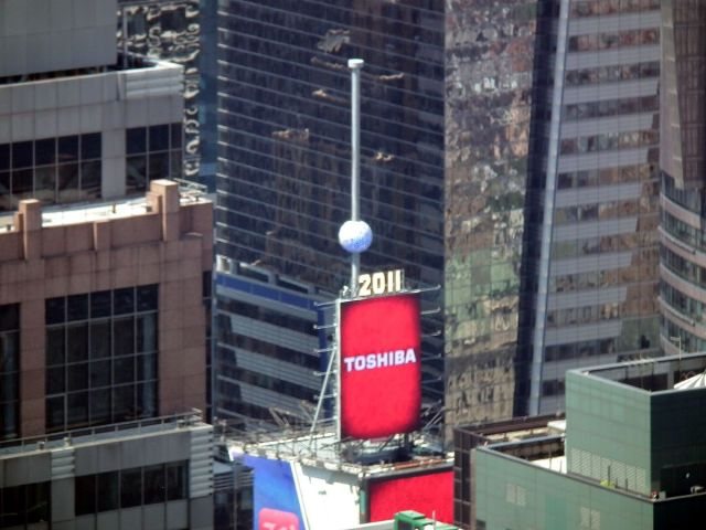 times_square_ball_roof_2011