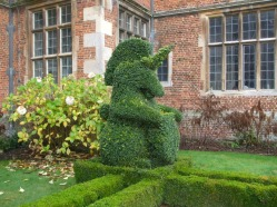 topiary-unicorn-outside-front-entrance
