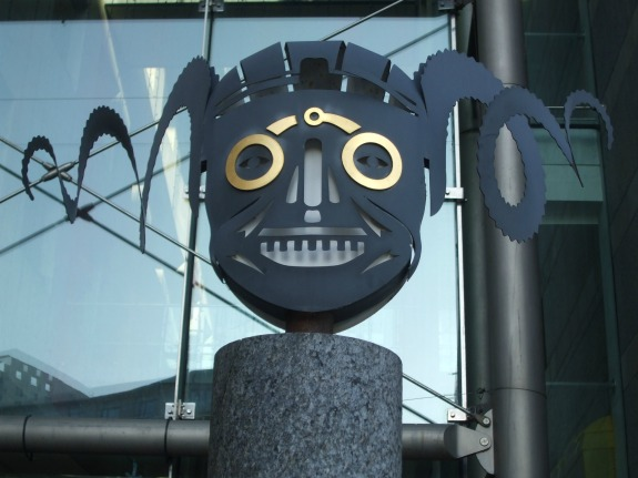 armouries-symbol-henry-8s-horned-helmet