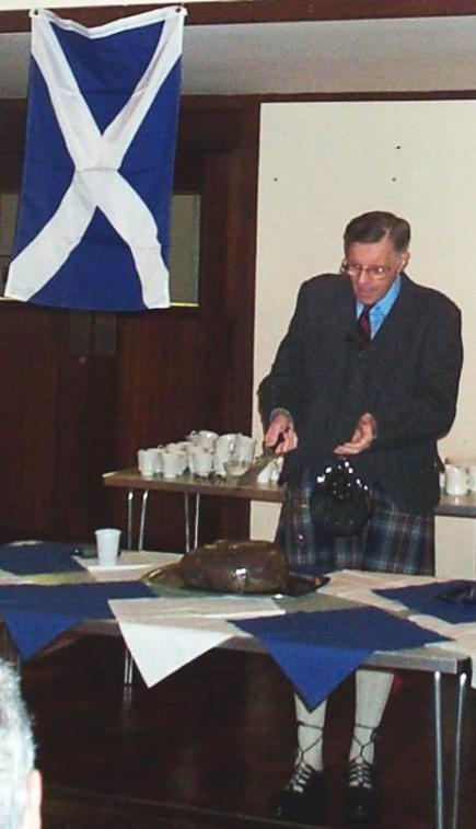 Cutting a haggis at a Burns Supper. Author: Kim Traynor. Creative Commons