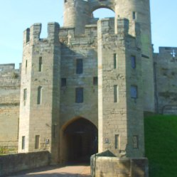 Gatehouse and Barbican, built in the 14th century, as part of the new defensive ramparts and towers.
