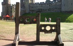castle-stocks