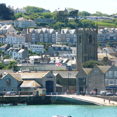 The lifeboat station in the harbour at St Ives, Cornwall. Author: Geoff Sheppard. Creative Commons