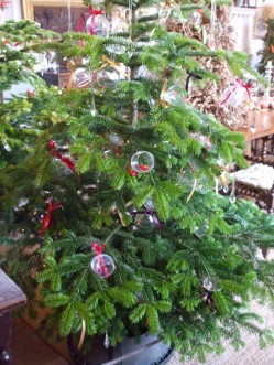 Christmas tree wine glasses decorations in dining room 1