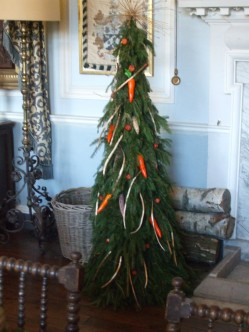 Dining room tree decorated with carrots 1