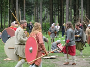 Saxons gather roound their fallen lord