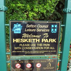Sign at the entrance to Hesketh Park, Southport, August 2009. Author: ReptOn1x Creative Commons